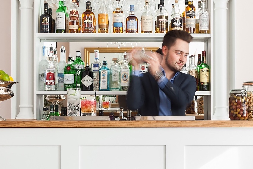 FRONT PAGE - Bar